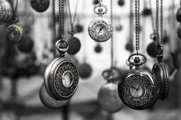 hängende Taschenuhren; Zeitmanagement ist Selbstmanagement